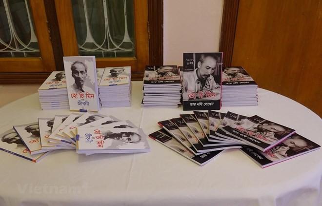 "Book ""Ho Chi Minh's Biography"" translated into Bengali - ảnh 1"