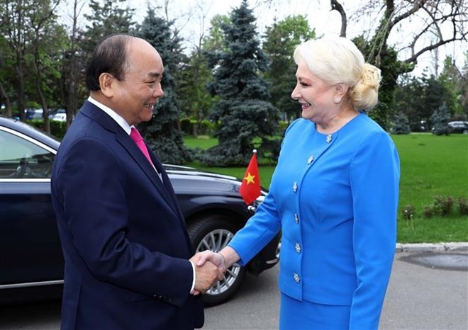 Welcome ceremony held for PM Nguyen Xuan Phuc in Bucharest - ảnh 1