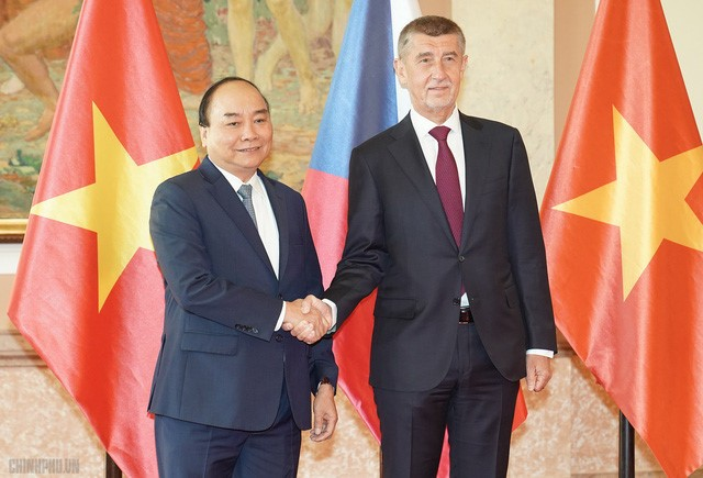 Vietnam expands ties with Romania, Czech Republic - ảnh 2