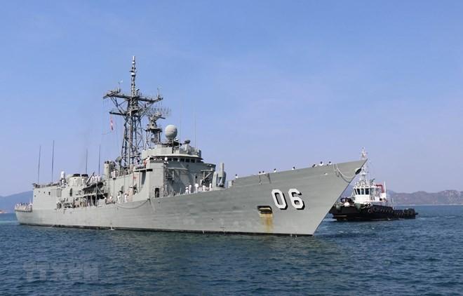 Australian royal naval ships make port call in Khanh Hoa province - ảnh 1