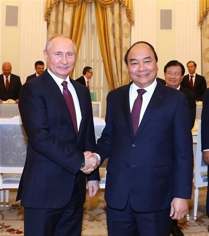 PM Nguyen Xuan Phuc meets Russian President Vladimir Putin - ảnh 1