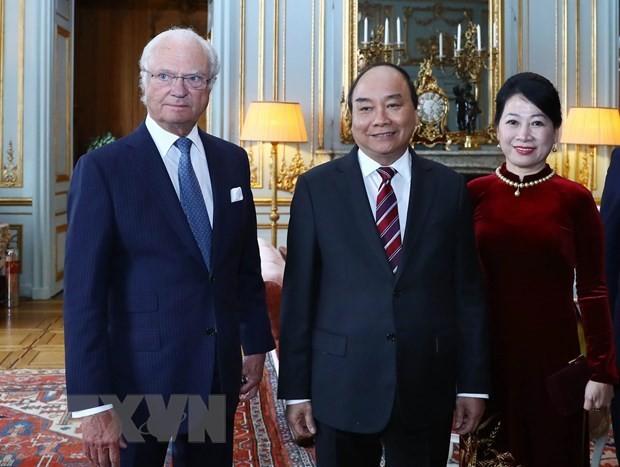 PM Nguyen Xuan Phuc meets with Swedish King - ảnh 1