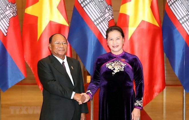 Top Vietnamese, Cambodian legislators hold talks - ảnh 1