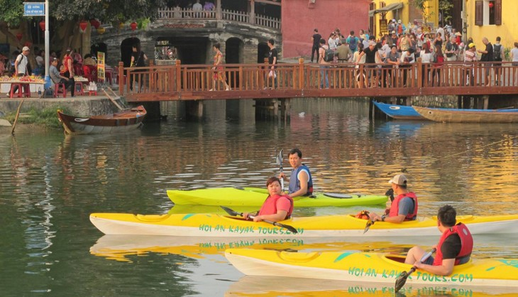 Clean up boat tours in Hoi An - ảnh 2