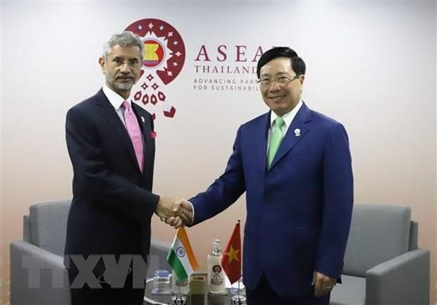 Deputy PM holds bilateral meetings on AMM-52 sidelines - ảnh 1