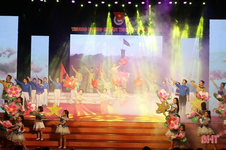 胡志明共青团成立88周年纪念活动举行 - ảnh 1