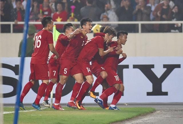击败泰国队 越南队晋级2020年亚足联U23锦标赛决赛圈 - ảnh 1