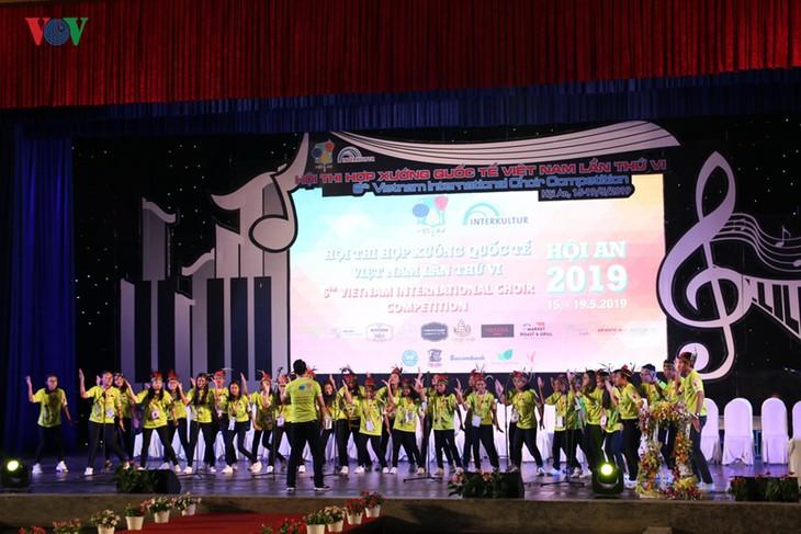 2019年国际合唱比赛:印度尼西亚合唱团获得特等奖 - ảnh 1
