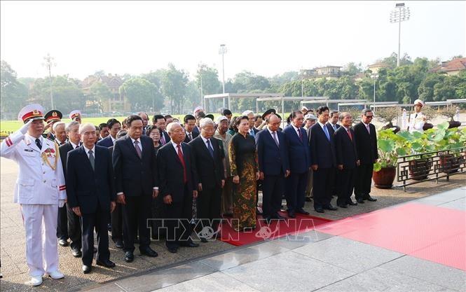 胡志明主席诞辰129周年纪念在全国各地举行 - ảnh 1