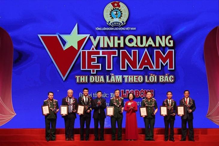 """""""光荣的越南""""表彰19名先进典型 - ảnh 1"""