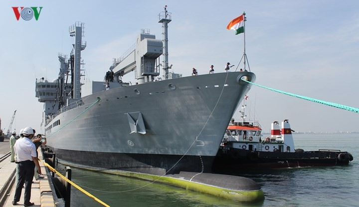 Indian naval ships visit Da Nang city  - ảnh 1