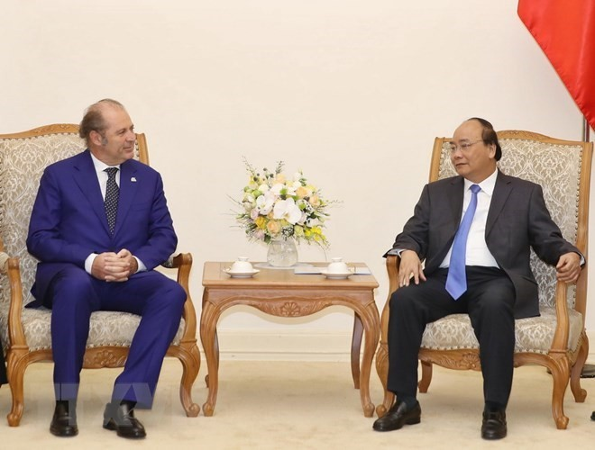 PM pledges improved institutions for foreign investors - ảnh 1