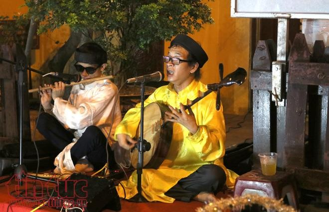 Music performances liven up Hanoi's Old Quarter - ảnh 1