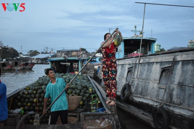 Floating markets – a typical cultural feature of the Mekong region - ảnh 2