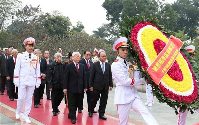 Leaders pay tribute to President Ho Chi Minh on Party's founding anniversary - ảnh 1