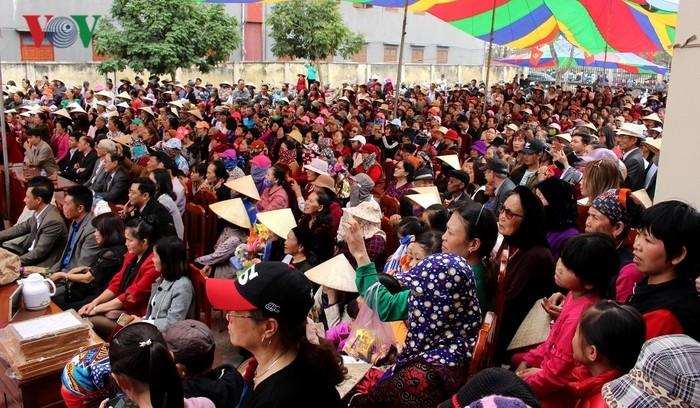 Dum singing enthralls visitors to Hai Phong's spring festivals  - ảnh 2