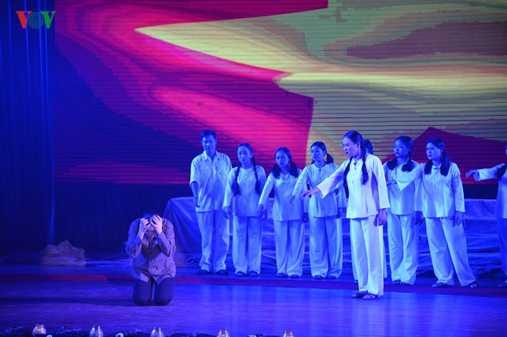 """Musical play """"Truong Bon flower and fire"""" - a tribute to fallen soldiers  - ảnh 1"""