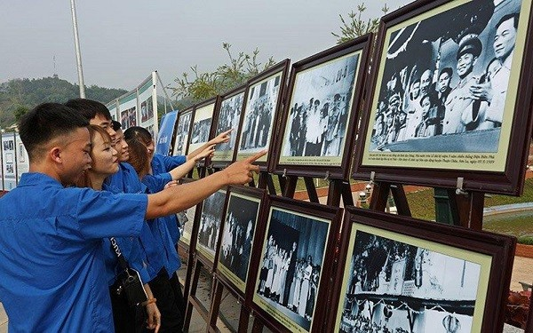 Colorful activities held to mark Uncle Ho's visit to northwestern region - ảnh 2