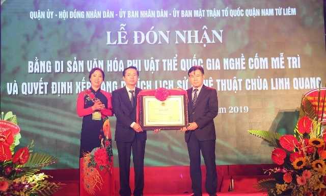Me Tri's young sticky rice flake making craft recognized as national heritage - ảnh 1