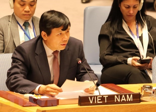 Vietnam represents ASEAN in committing to jointly protecting civilians in armed conflicts - ảnh 1