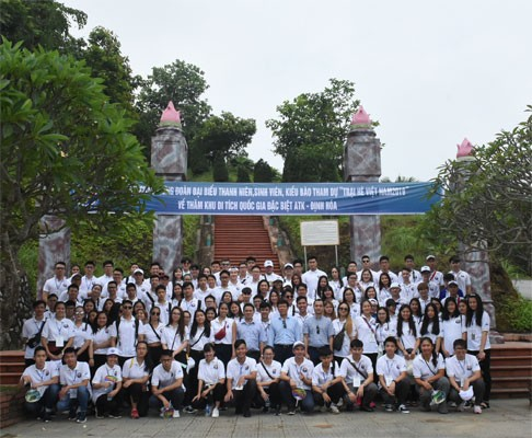 Young OVs visit Dinh Hoa Safety Zone - ảnh 1