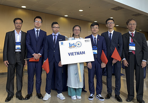 Vietnam wins 3 golds at 50th International Physics Olympiad  - ảnh 1