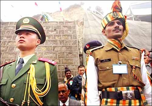 India y China planean establecer línea directa entre sus mandos militares  - ảnh 1