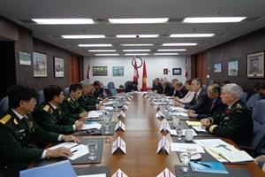 A una mayor cooperación militar entre Vietnam y Canadá  - ảnh 1