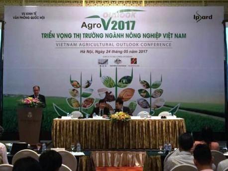 Celebran en Hanoi seminario sobre reestructuración agraria  - ảnh 1