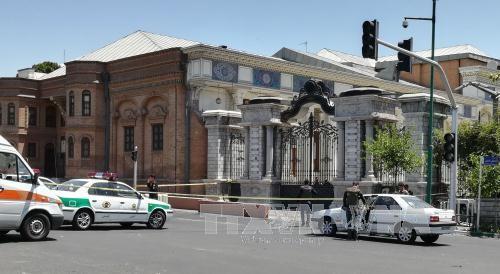 Terroristas atacan el Parlamento de Irán y el Mausoleo Jomeini - ảnh 1