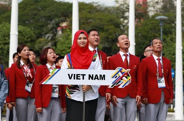 Izada de bandera nacional de los países participantes en Seagames 29 en Malasia - ảnh 1