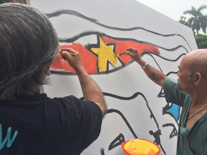 Efectúan en Hanói el intercambio de pintura con muralista chileno  - ảnh 1