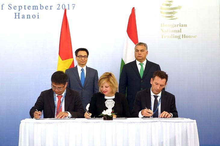 Continúan actividades del premier húngaro en Vietnam  - ảnh 1