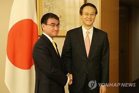 Corea del Sur y Japón acuerdan mejorar sus relaciones bilaterales - ảnh 1