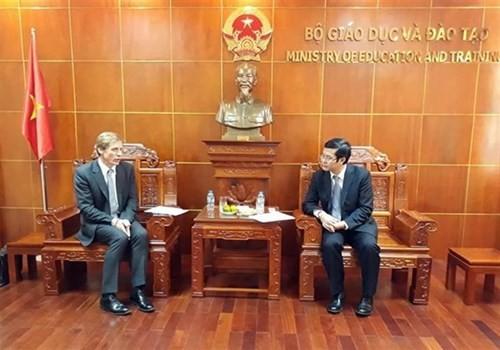 Vietnam busca fomentar la cooperación educativa con el Foro Económico Mundial - ảnh 1