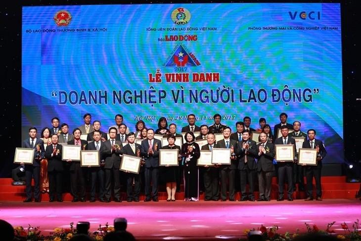 Vietnam honra a las empresas destacadas en la protección de los intereses de los trabajadores  - ảnh 1