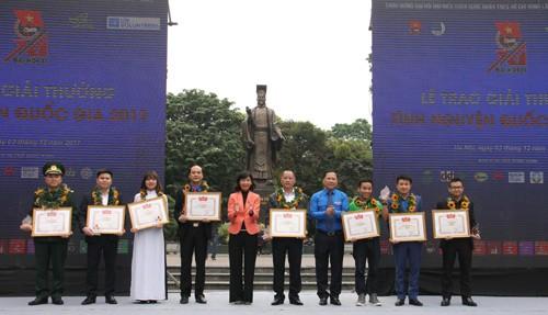 Vietnam entrega el Premio Nacional al Voluntariado 2017 - ảnh 1