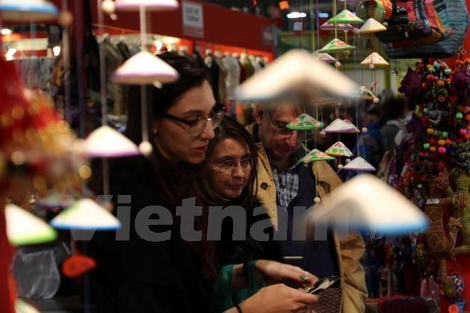 Vietnam participa en Feria de productos artesanales en Italia  - ảnh 1