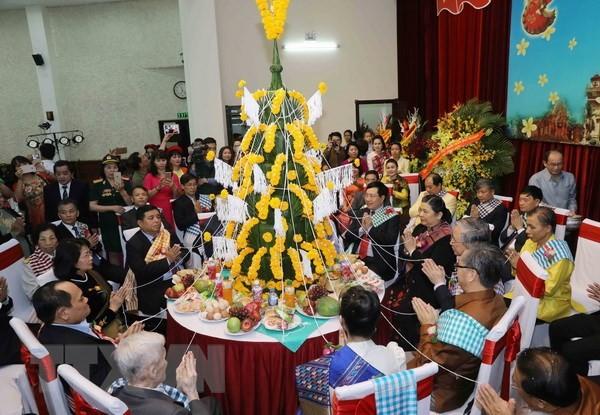 Celebran en Hanói el festival tradicional del Año Nuevo de Laos  - ảnh 1