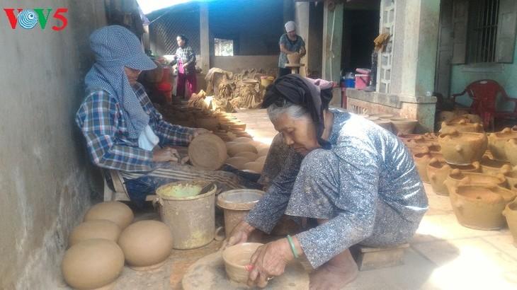 La artesanía de los Cham en busca de un nuevo aliento - ảnh 1
