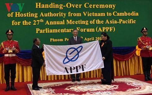 Vietnam entrega la presidencia rotativa del Foro Parlamentario de Asia-Pacífico a Camboya  - ảnh 1