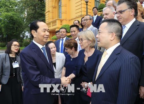 Presidente vietnamita se encuentra con científicos internacionales - ảnh 1