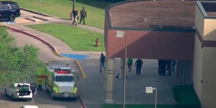 Mueren 10 personas en un tiroteo en Estados Unidos  - ảnh 1