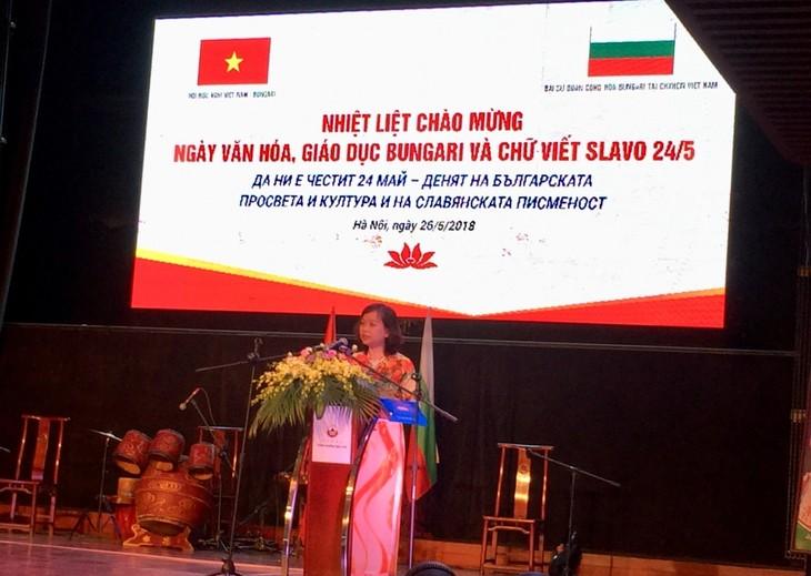 Celebran en Vietnam el Día de la Enseñanza y la Cultura Búlgaras y la Escritura Eslava - ảnh 1