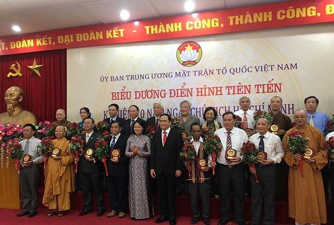 Vietnam honra a 70 ejemplos destacados en los movimientos de emulación patriótica - ảnh 1