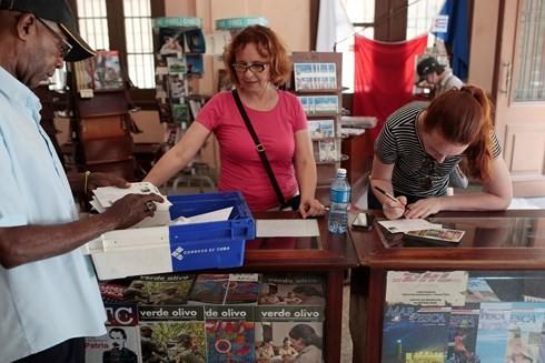 Estados Unidos y Cuba reanudan los servicios postales a través de vuelos directos - ảnh 1