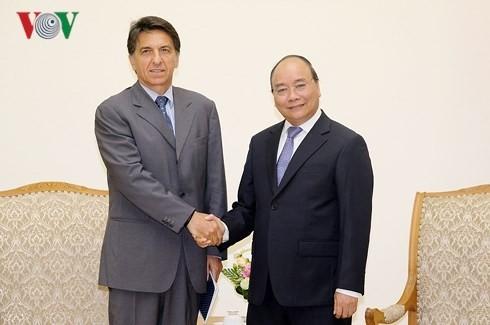 Premier vietnamita promete crear condiciones favorables a los inversoses griegos  - ảnh 1