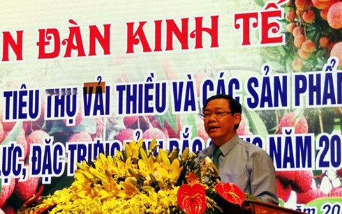 Vicepremier insta a Bac Giang a garantizar el consumo de productos agrícolas  - ảnh 1