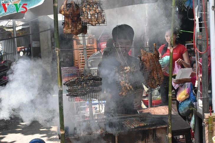 Mercado al aire libre, un producto del turismo comunitario en Hue  - ảnh 2