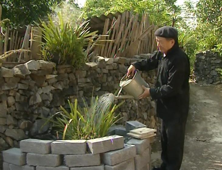 Poeta Hung Dinh Quy y su relato sobre la construcción de la torre de bandera de Lung Cu - ảnh 1